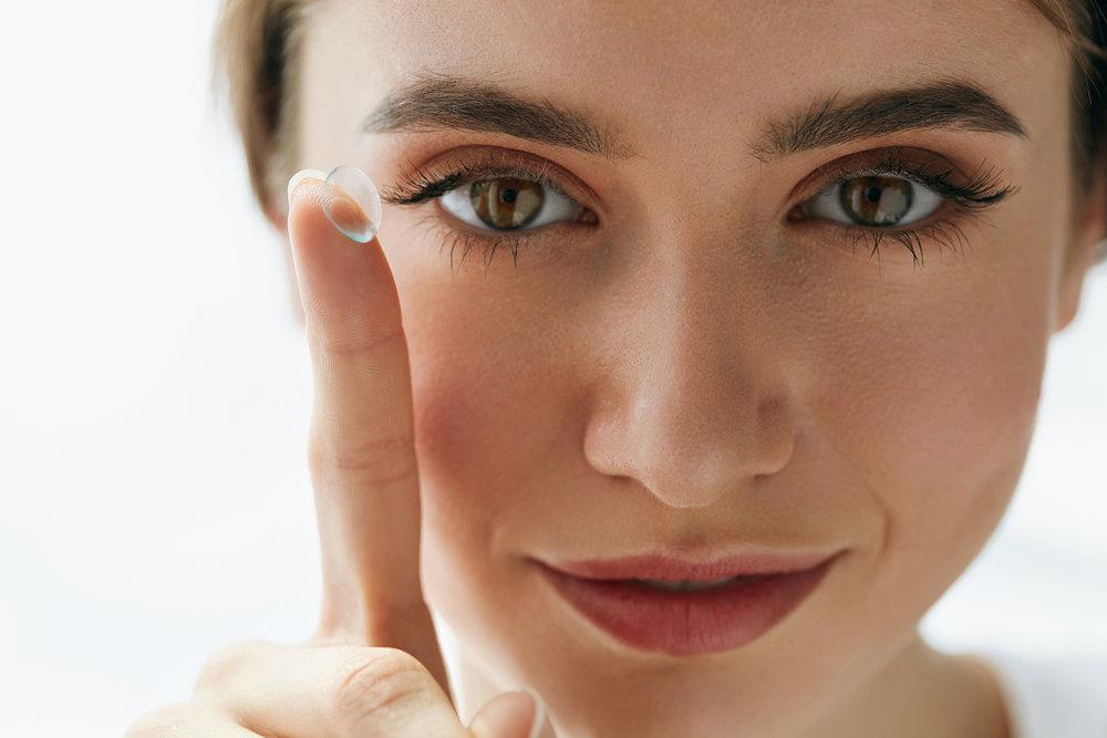Подбор контактных линз под форму глаз
